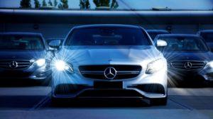 Koszt wypożyczenia samochodu jest zależny od jego marki i modelu